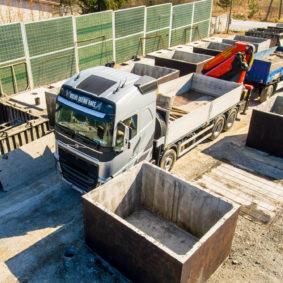 Nakládka betonového septiku