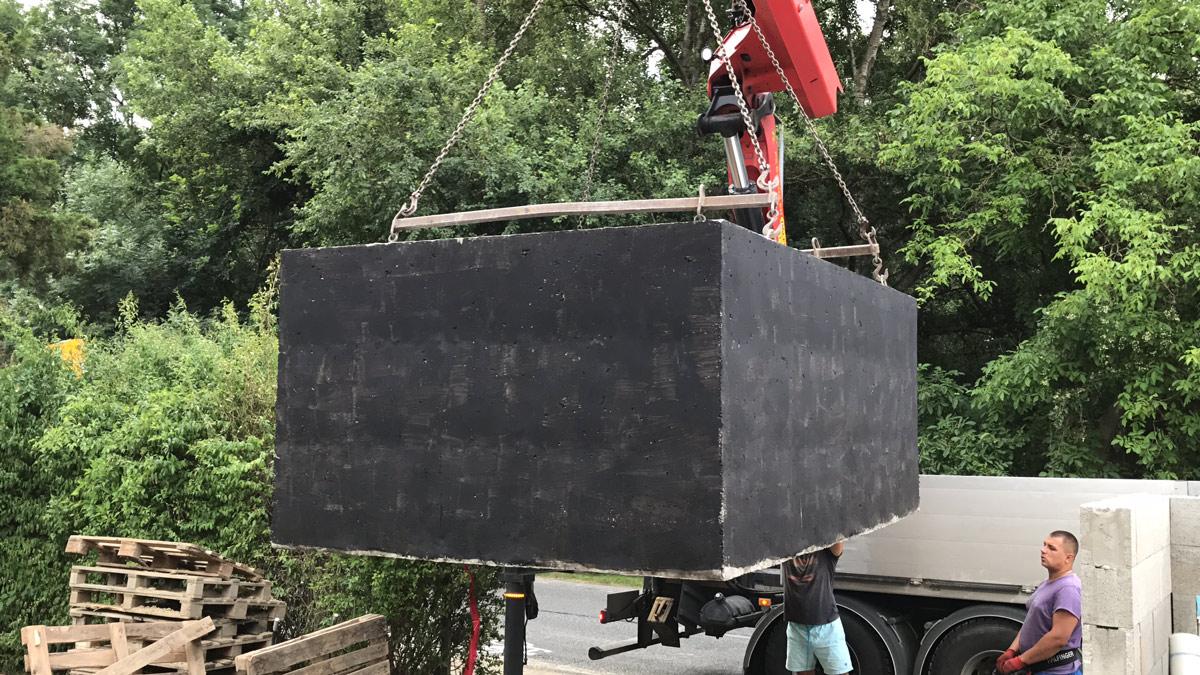 Usazování betonové jímky