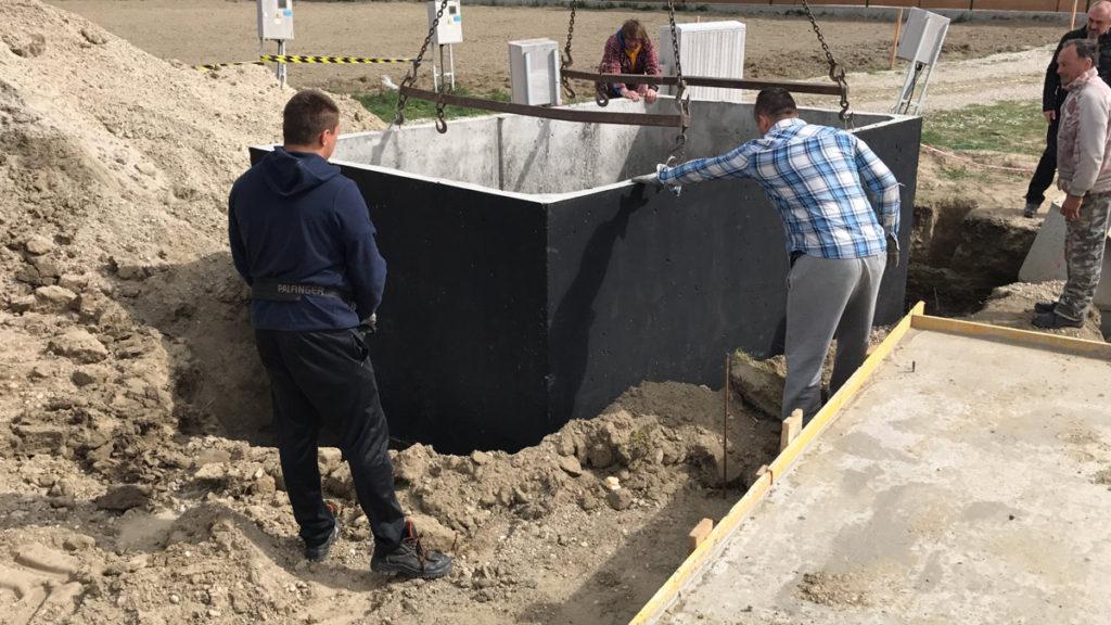 Usazování betonového septiku