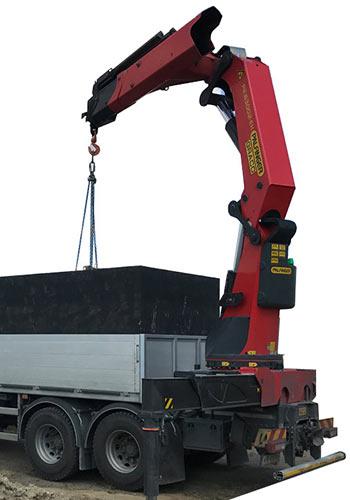 Hydraulická ruka pro nakládání betonových jímek